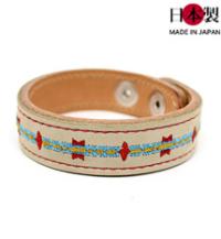 色鮮やかな刺繍で装飾したスタンディングロックブレスレット(牛革)