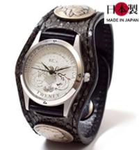 ウロコが際立つ3コンチョ革腕時計ラッセルパイソン(錦蛇革)