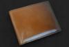 スマート且つコンパクトな手染め二つ折りカード札入れ(牛革)